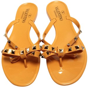 Valentino Jelly Thong Bow Detail Pyramid Rockstuds Jelly Pvc Yellow Sandals