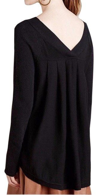 Preload https://img-static.tradesy.com/item/18915784/anthropologie-black-double-v-knited-and-knoted-sweaterpullover-size-6-s-0-1-650-650.jpg