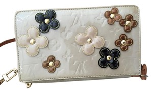 Louis Vuitton Vintage Beige Vernis Leather Lexington Flower Pochette Clutch