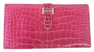 Hermès HERMES Bearn Wallet Fuchsia Alligator Bi Fold Long Palladium