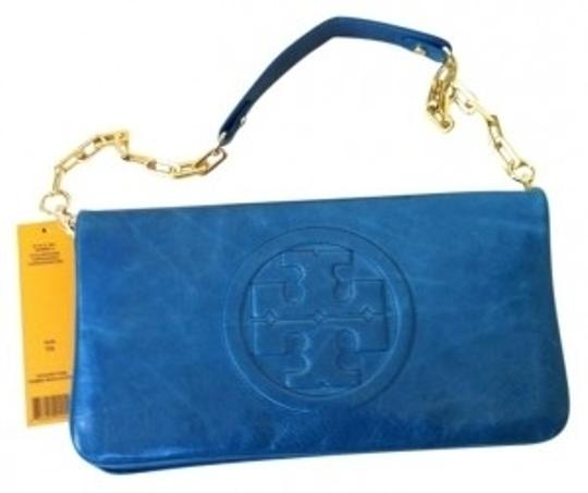 Preload https://item4.tradesy.com/images/tory-burch-bombe-reva-turquoise-leather-clutch-18928-0-0.jpg?width=440&height=440