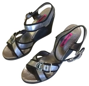 Betseyville by Betsey Johnson Black/Silver Wedges