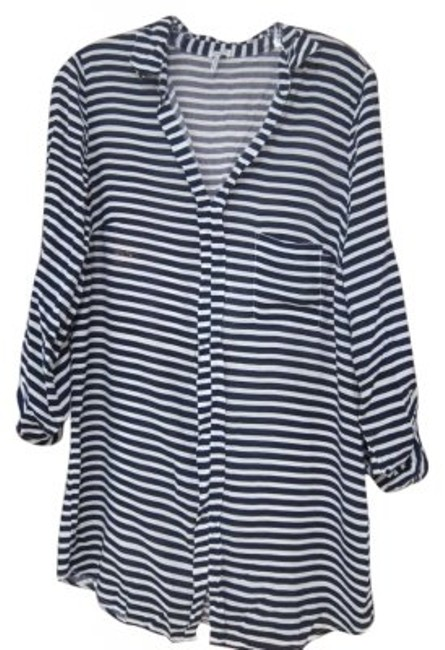 Preload https://item3.tradesy.com/images/splendid-navy-blue-and-white-tunic-size-12-l-189412-0-0.jpg?width=400&height=650