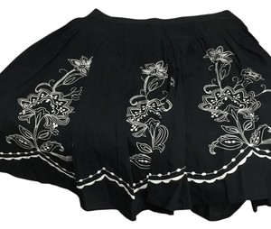 Bass Skirt Black white