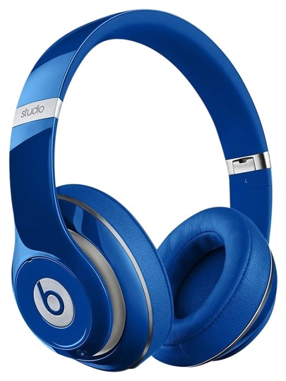Preload https://item5.tradesy.com/images/apple-blue-beats-studio-20-wired-over-ear-headphone-tech-accessory-18951289-0-1.jpg?width=440&height=440