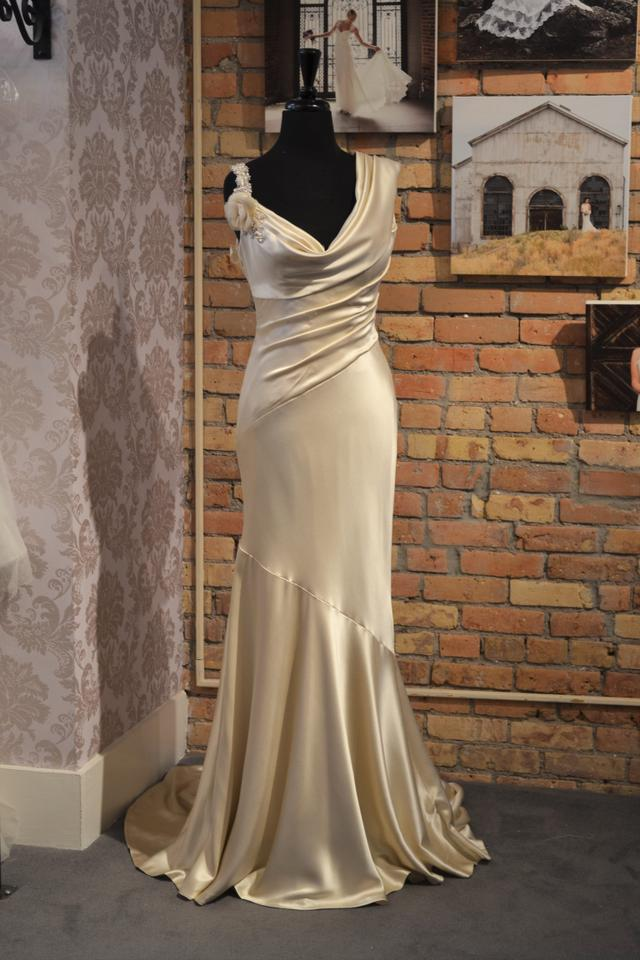Casablanca Ivory Silk Charmeuse Cb Couture B-055 Vintage Wedding ...