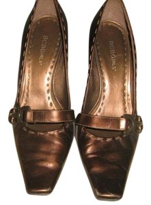 BCBGMAXAZRIA BRONZE METALLIC Pumps