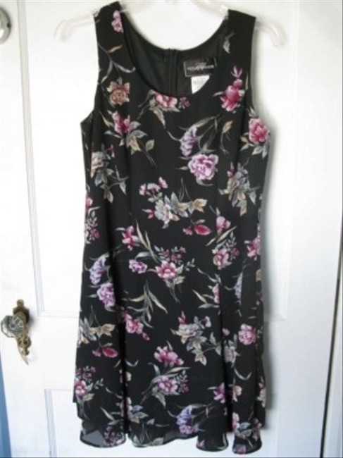molly maloy short dress black with floral print on Tradesy
