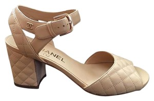 Chanel Size 37 Pumps beige Sandals