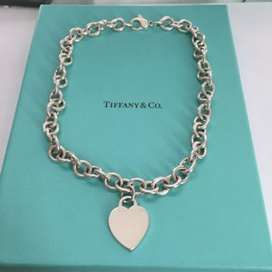 Tiffany & Co. Tiffany Co Silver Heart Tag Link Necklace POUCH!