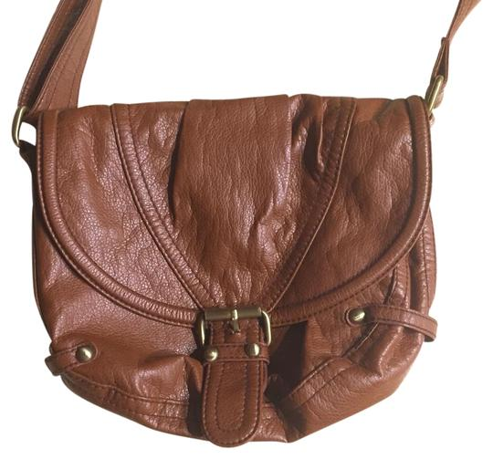 Preload https://item1.tradesy.com/images/h-and-m-super-cute-and-classic-brown-cross-body-bag-18984145-0-1.jpg?width=440&height=440