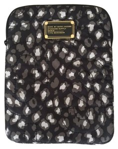 Marc by Marc Jacobs Marc by Marc Jacobs Leopard iPad case