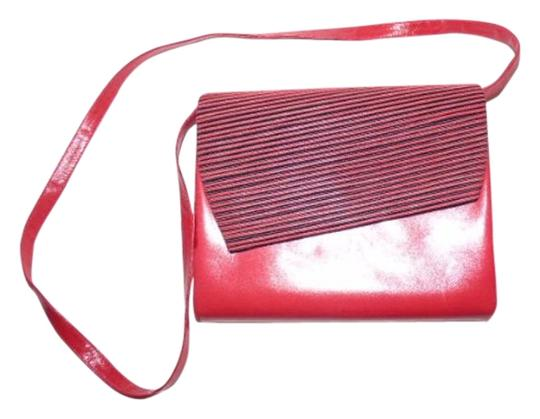 Preload https://img-static.tradesy.com/item/18992101/bally-sale-designer-purses-red-and-black-patent-leather-cross-body-bag-0-1-540-540.jpg