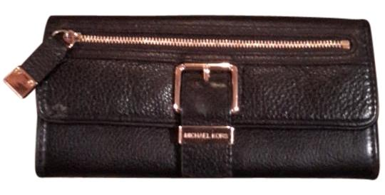 Preload https://img-static.tradesy.com/item/18993613/michael-kors-mk-wallet-black-leather-clutch-0-1-540-540.jpg