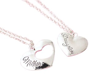 BRAND NEW Mother Daughter Heart Necklace Set