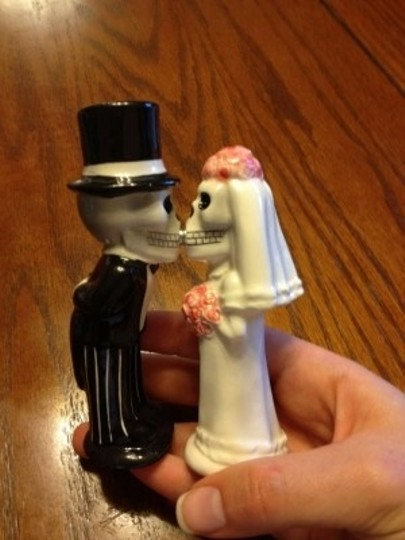 Halloween Bride/Groom Kiss S/P Shakers