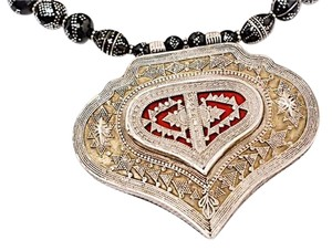 Ethiopian Ethiopian Black/Silver Beaded Necklace w/Heart Shaped Pendent