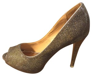 Badgley Mischka Silver Pumps