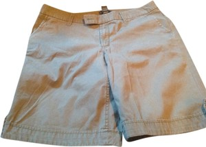 Banana Republic Midi Length Hue New Tags Great Fit Bermuda Shorts Kacki green. With a slight brown undertoene
