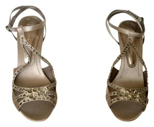 Bourne Upper Fabric Leather Dove satin (light taupe) Sandals
