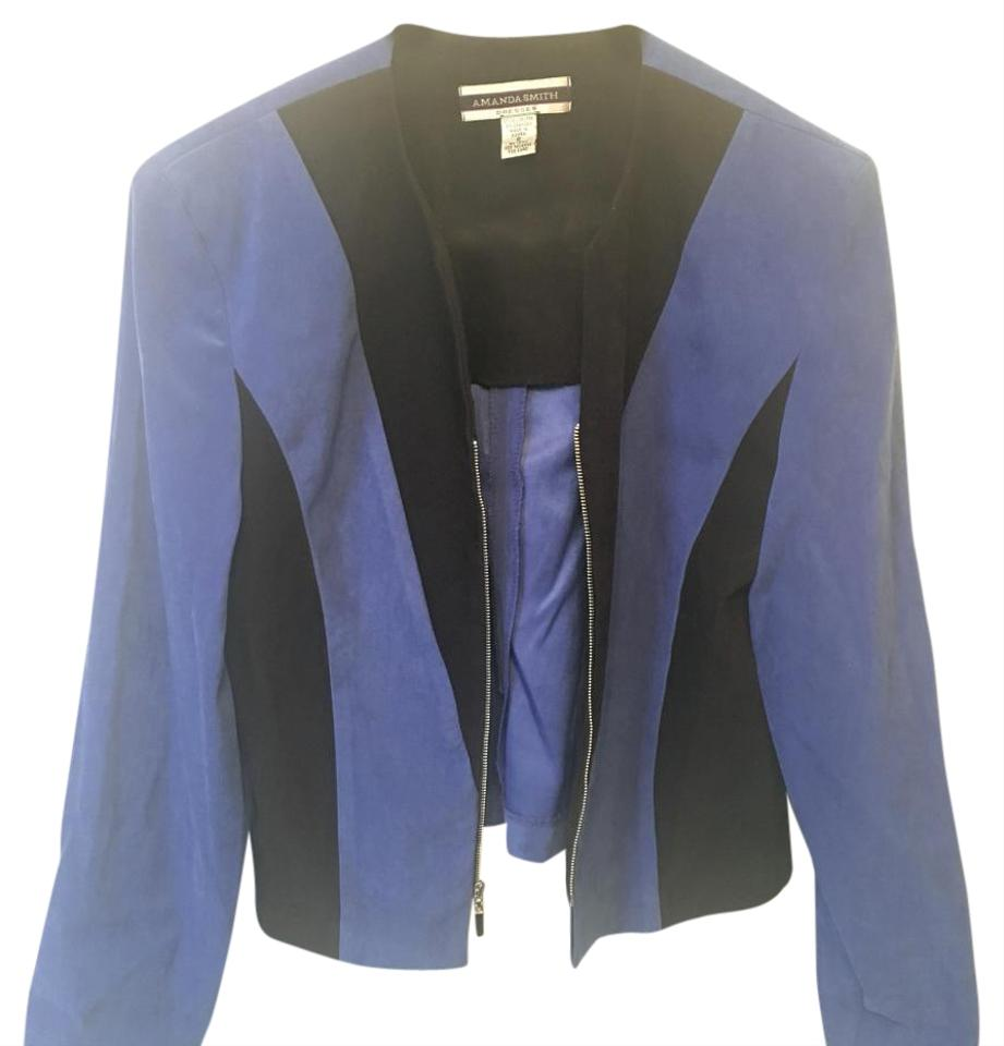 How to Wear a Black Blazer. Rock a black blazer with a blue shirt and a pair of black pants as a modern alternative to a standard black suit. SUBSCRIBE TO OUR NEWSLETTER. Subscribe to our mailing list and get interesting stuff and updates to your email inbox. Thank you for subscribing.