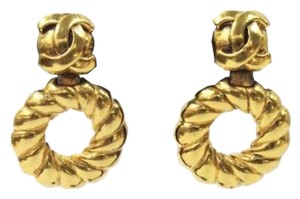 Chanel Vintage Gold Signature Earrings Hoop CC