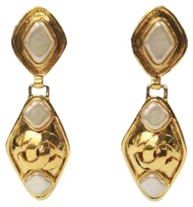 Chanel Vintage Gold Signature Drop Earrings Bezel Set Pearls 1990 NEW
