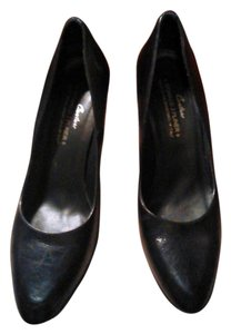 Donald J. Pliner J Leather Black Pumps