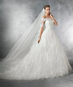 Pronovias Pleasant Wedding Dress