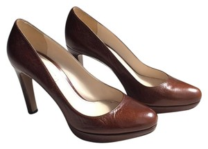 Prada Brown leather Pumps