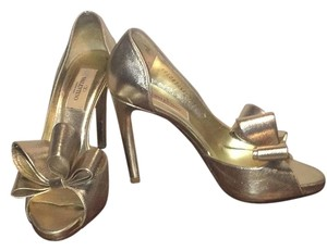 Valentino Gold metallic Pumps
