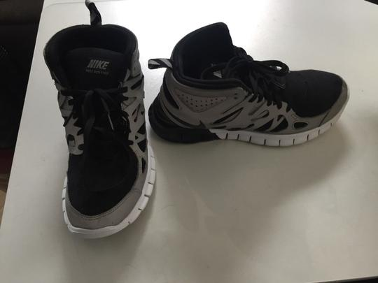 huge discount 8dc2b ee9ba Nike Black/Grey Womens Free Run 2 Mid Reflective Flash Boot Sneakers Size  US 8 Regular (M, B)