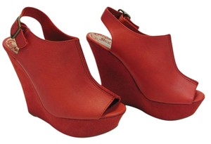 Brash Size 7.00 M Red Platforms