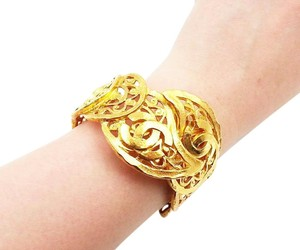 Chanel Authentic Vintage Chanel Gold Plated Paisley Adjustable Full Cuff
