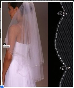 High Quality Bridal Veil With Crystals Around The Edge