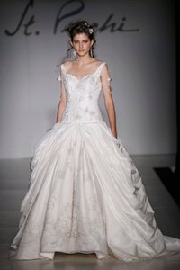 St. Pucchi 9385<18> Wedding Dress
