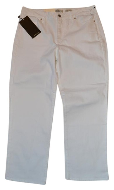 Preload https://img-static.tradesy.com/item/19057066/calvin-klein-white-cropped-straight-fit-jeans-size-6-s-28-0-1-650-650.jpg