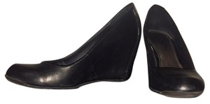 Kenneth Cole Reaction Leather Size 8 Black Wedges