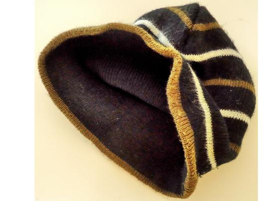 Gold Medal matching hat and scarf set warm fashionable comfortable Image 1