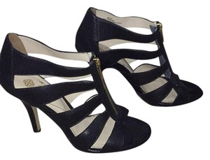 Isola Pumps