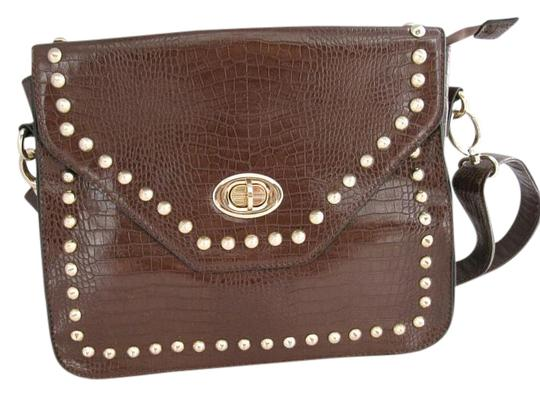 Preload https://img-static.tradesy.com/item/19062700/charming-charlie-new-without-brown-faux-alligator-shoulder-bag-0-1-540-540.jpg