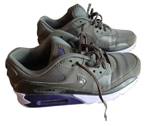 Nike Army Green and Violet Athletic