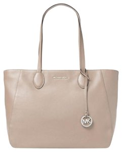 Michael Kors Satchel Ani Tote in Cement silver
