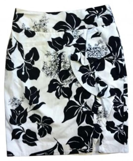 Preload https://item1.tradesy.com/images/white-house-black-market-and-pencil-knee-length-skirt-size-4-s-27-190795-0-0.jpg?width=400&height=650