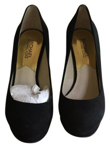 MICHAEL Michael Kors Black w/gokd detail Pumps