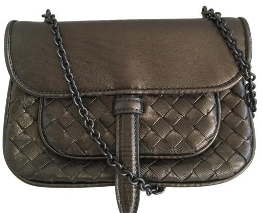 Preload https://img-static.tradesy.com/item/19086211/bottega-veneta-intrecciato-small-grey-leather-cross-body-bag-0-1-540-540.jpg