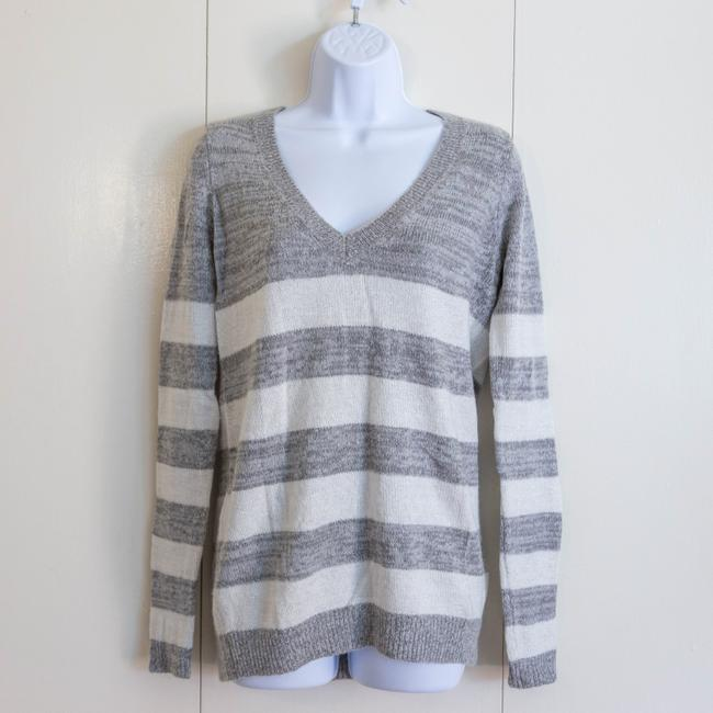 Preload https://item5.tradesy.com/images/abercrombie-and-fitch-white-gray-stripe-v-neck-sweaterpullover-size-4-s-19086229-0-2.jpg?width=400&height=650