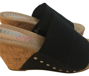 XOXO Black Wedges