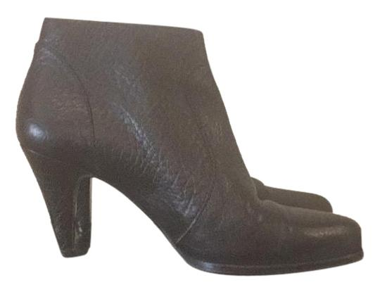 Preload https://img-static.tradesy.com/item/19088197/max-mara-black-19216-bootsbooties-size-us-75-regular-m-b-0-1-540-540.jpg