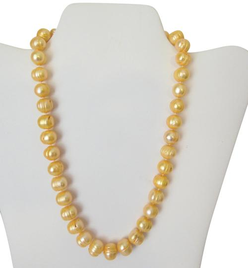 Preload https://img-static.tradesy.com/item/19089778/pearlfection-peach-faux-ringed-ridge-pearl-inch-necklace-0-3-540-540.jpg